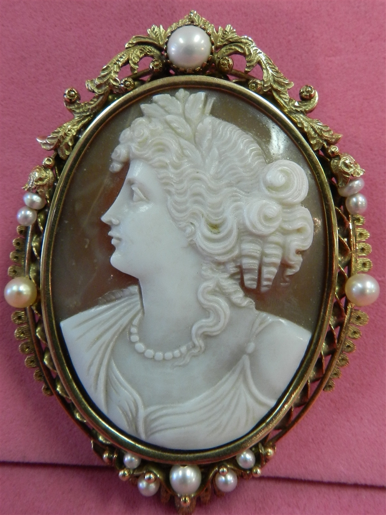 19TH CENTURY HAND CARVED SHELL CAMEO BROOCH