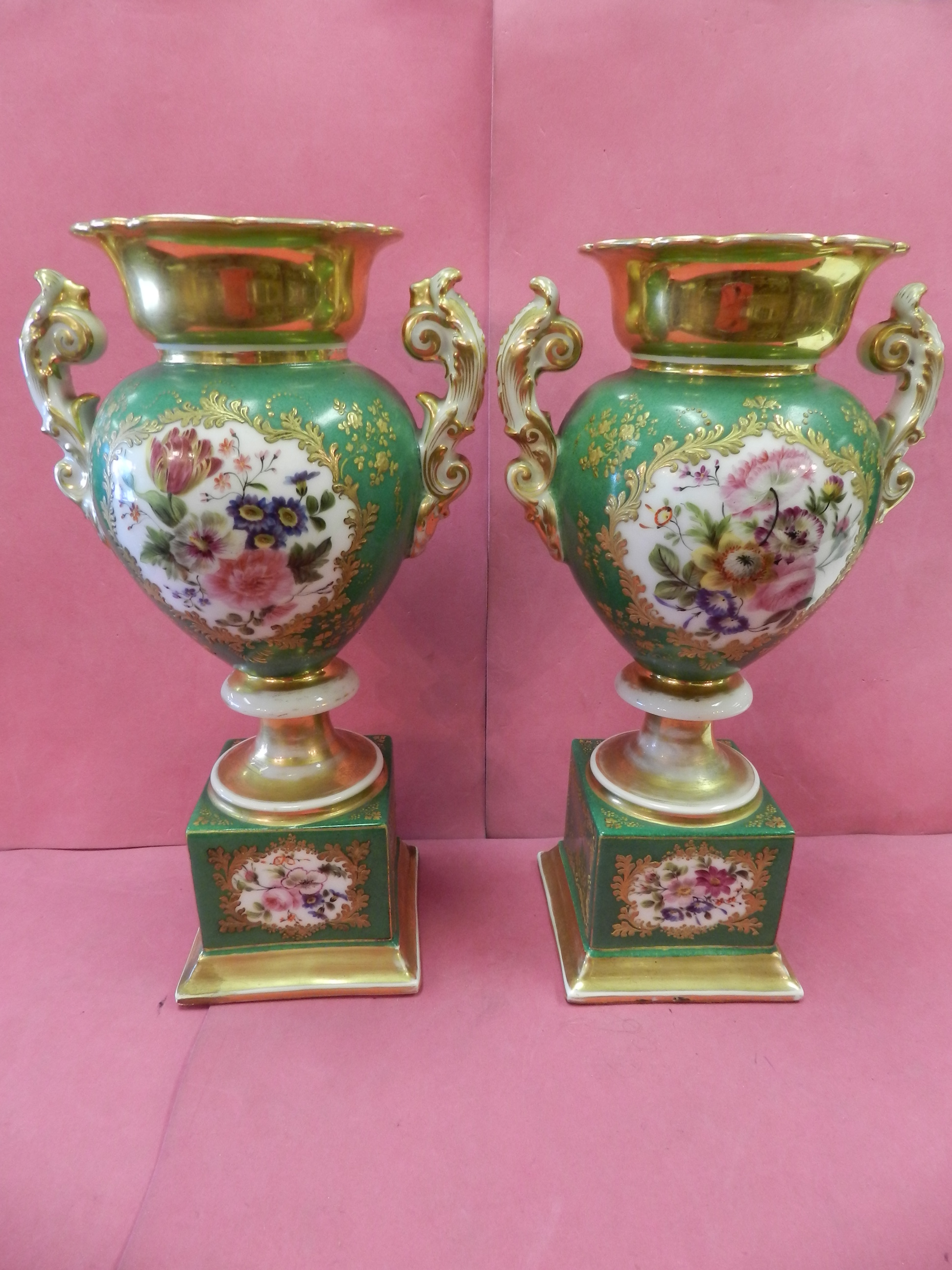 19TH CENTURY PORCELAIN URNS