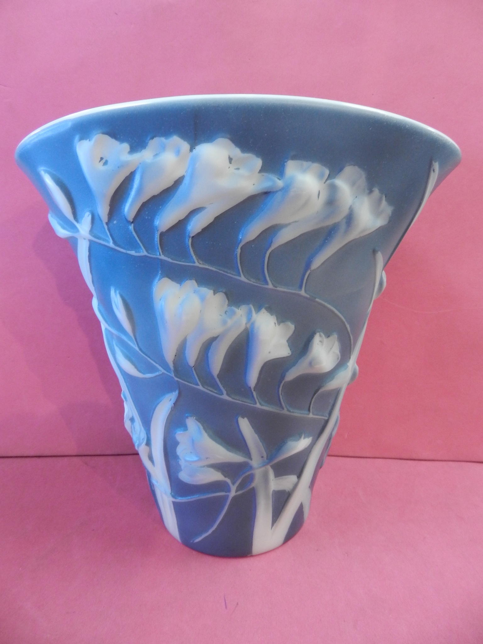 PHOENIX GLASS FREESIA VASE