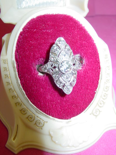 ART DECO PLATINUM AND DIAMOND RING 1.5TCW